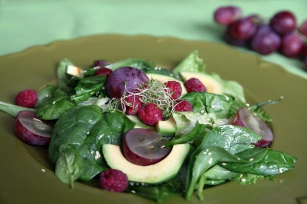 szőlős málnás szezámos spenót saláta 3 FB