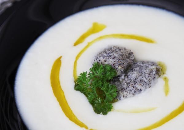 zelleres fehérrépa leves mákgombóccal
