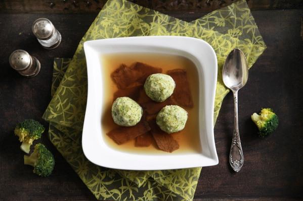 brokkoligombócos marhahúsleves